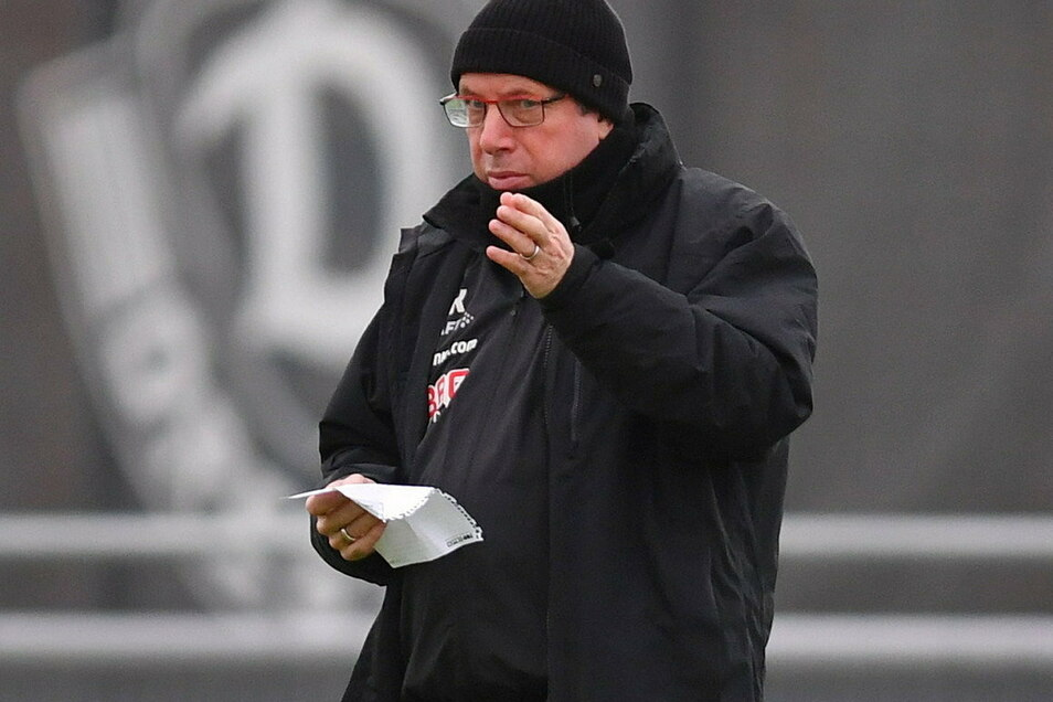 Da ist er wieder: Markus Kauczinski beim Training am Donnerstag nach seiner Entlassung aus dem Krankenhaus.