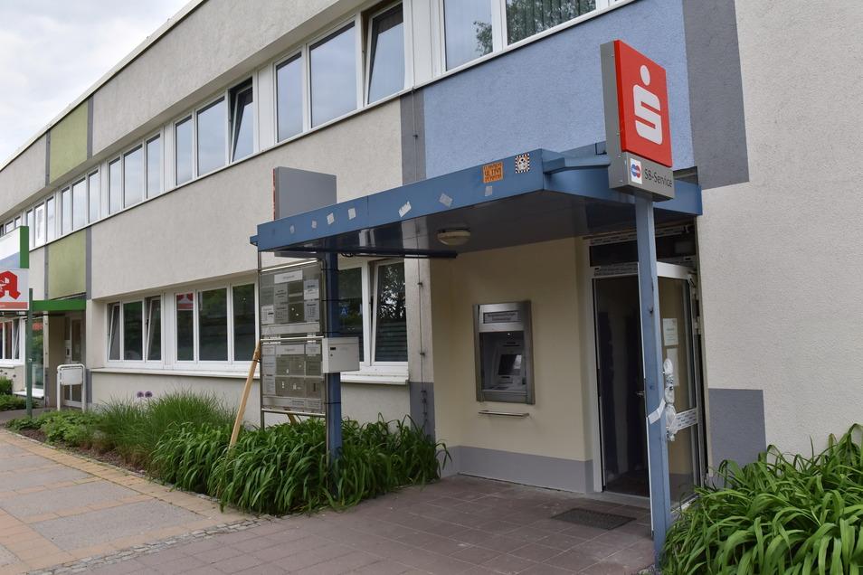 Neuer Geldautomat der Sparkasse in Freital-Zauckerode: endlich barrierefrei.