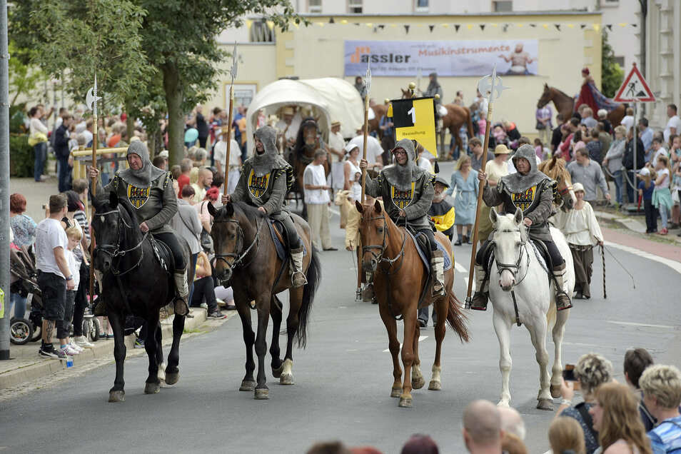 Der Festumzug ist einer der Höhepunkte bei den Heimatfesten. So wie 2016 soll es auch 2021 einen Umzug geben, der dann die 1040-jährige Geschichte Döbelns beleuchtet.
