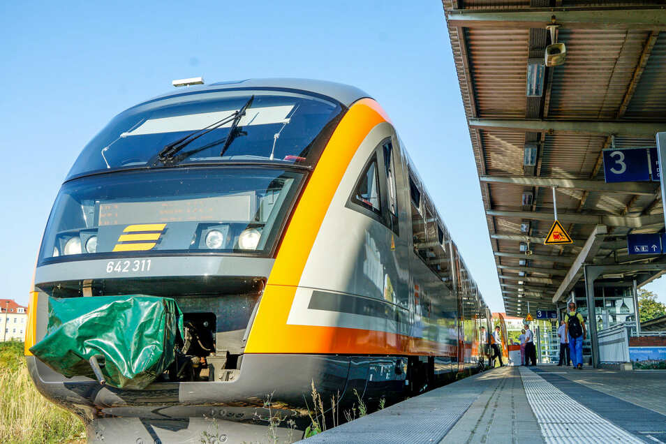 Der erste modernisierte Trilex-Triebwagen stand am Mittwochvormittag auf dem Bautzener Bahnhof. Bis 2022 erhalten 25 weitere Fahrzeuge ein neues Außen- und Innenleben.
