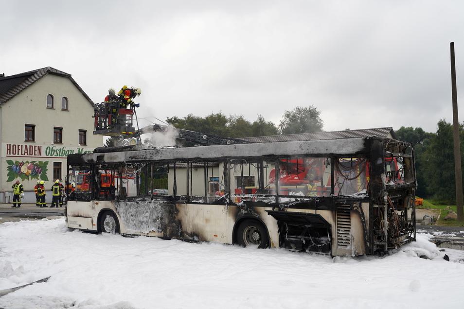 Am 24. August ging in Rammenau ein Linienbus in Flammen auf. Nun ist sich die Polizei sicher über die Ursache.