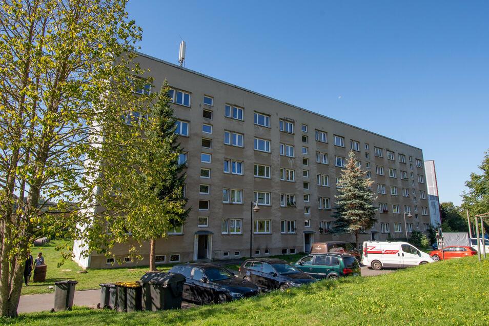 Im Kellergang dieses Wohnblocks in Westewitz hatte es am 9. September gebrannt. Für acht Bewohner wurden neue Bewohnungen zur Verfügung gestellt, die aber noch nicht bezugsfertig sind.