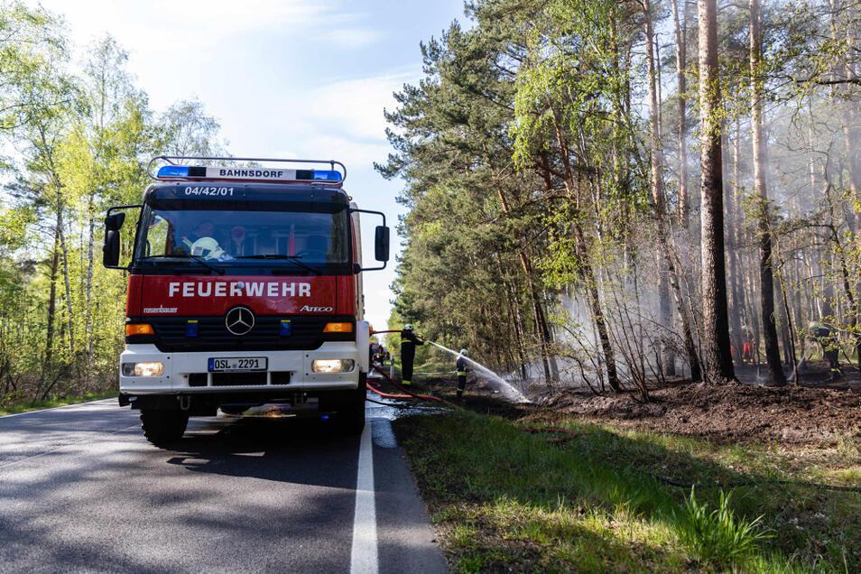 An der B 156 brannte es direkt neben der Straße.