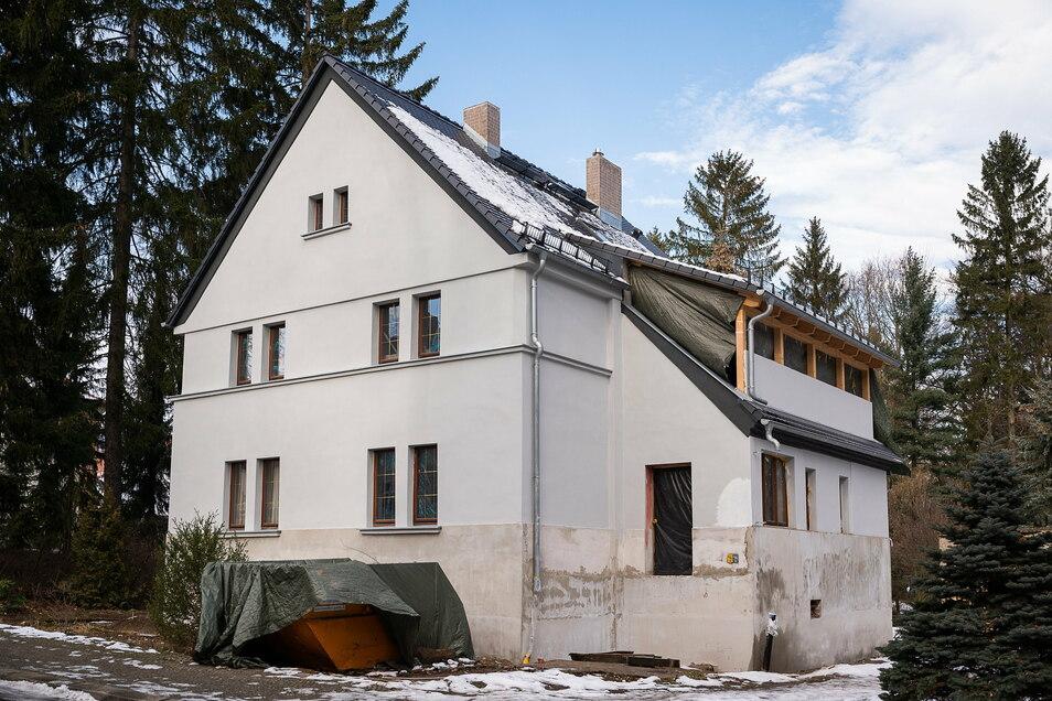 Das Einfamilienhaus Holteistraße 5 soll bis Ostern fertig saniert sein, sodass die Mieter einziehen können.