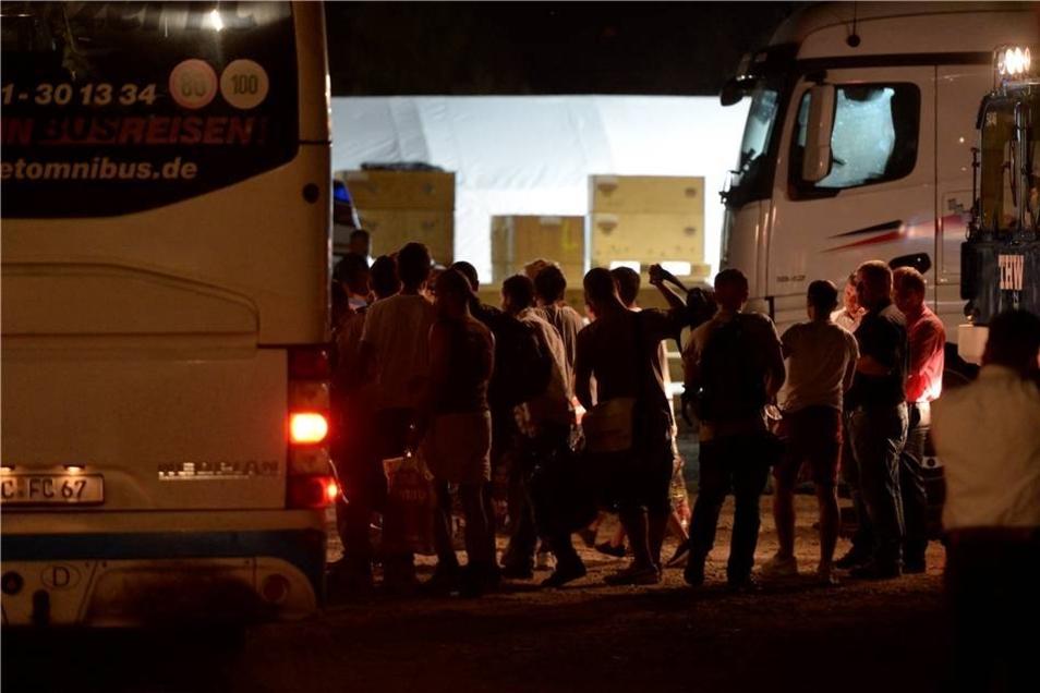 Sie sind die ersten von insgesamt 800 Flüchtlingen, die am Wochenende in Dresden erwartet werden.