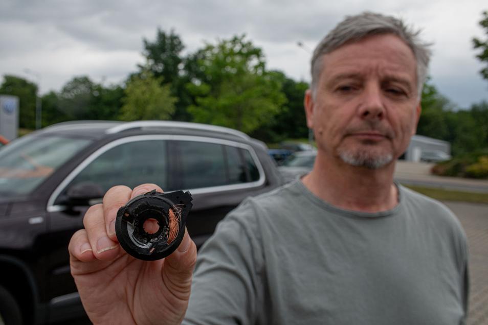 Auch den Kamenzer Steffen Lorenz hat es getroffen. Unbekannte versuchten, seinen VW Tiguan zu stehlen. Sie bohrten sogar das Zündschloss auf, scheiterten aber an irgendetwas. In der gleichen Nacht verschwand ein paar Straßen weiter ein Skoda Octavia.