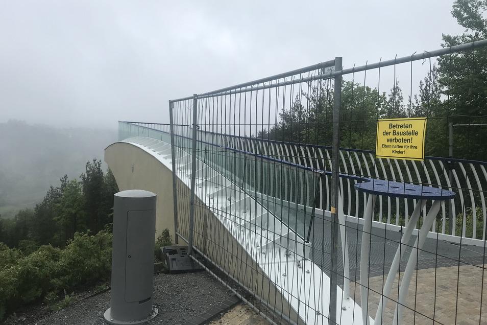 Ein aktuelles Foto vom 11. Mai: Der Steg ist abgesperrt, die Mängel wurden bereits behoben.