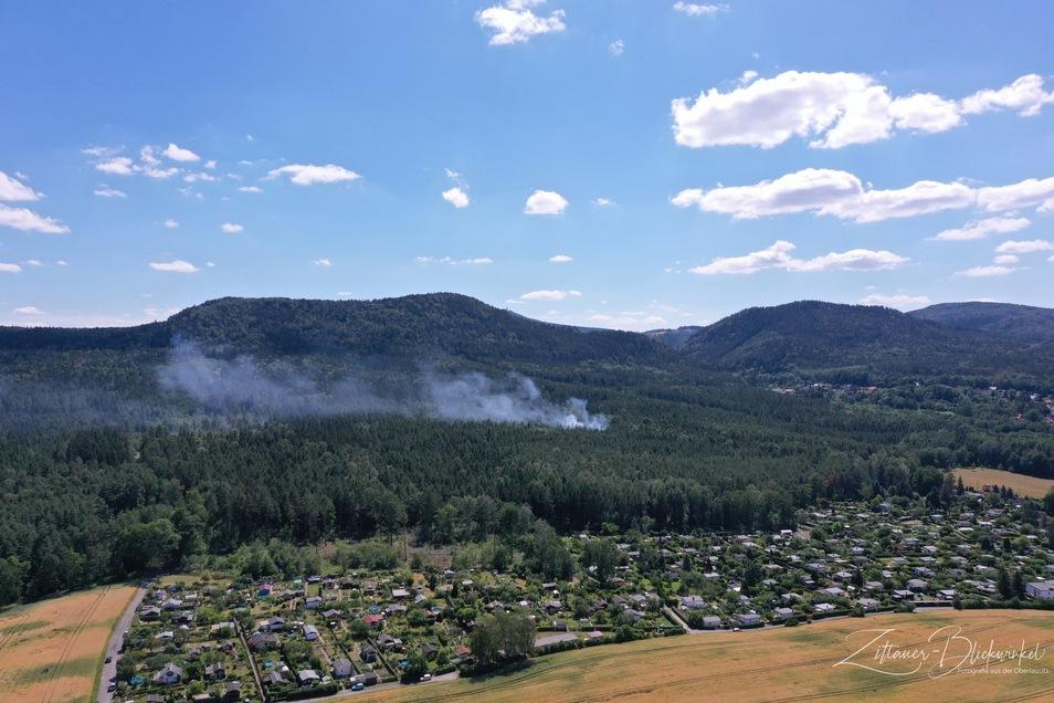 Die Rauchwolke in Olbersdorf war noch von Weitem zu sehen.