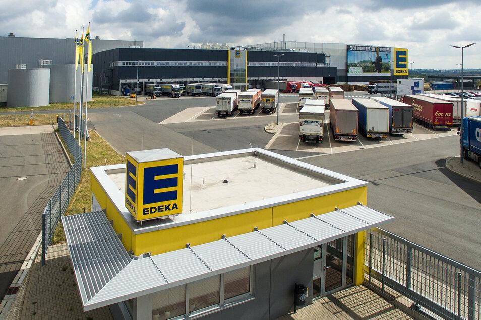 Das Edeka-Lager in Berbersdorf soll erweitert werden. Dabei wird das Landgard-Areal übernommen. In Mockritz wird hingegen ein Edeka-Standort geschlossen.