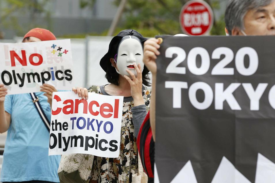 Tokyos Olympische Spiele sind verschoben - einigen Demonstrierenden reicht das nicht.