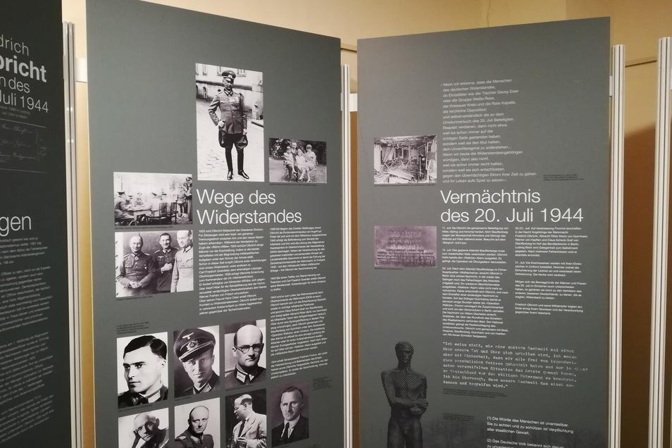 """Die Schautafeln über Olbricht und andere Widerständler ergänzen die gerade im Rathaus aufgebaute Wanderausstellung """"Gegen das Vergessen"""" der Presley-Stiftung."""