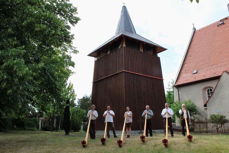 """Die Lausitzer Hangfichten übernahmen die musikalischen Umrahmung während der Glockenturmeinweihung. Sie spielten klassische Albhornliteratur. Höhepunkt im Programm war """"Die Abendglocke"""" - passend zum feierlichen Anlass."""