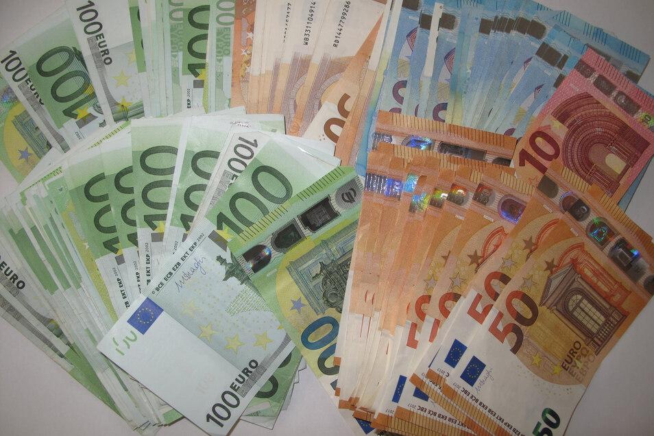 In einer Döbelner Wohnung wurden 11.000 Euro Bargeld gefunden.