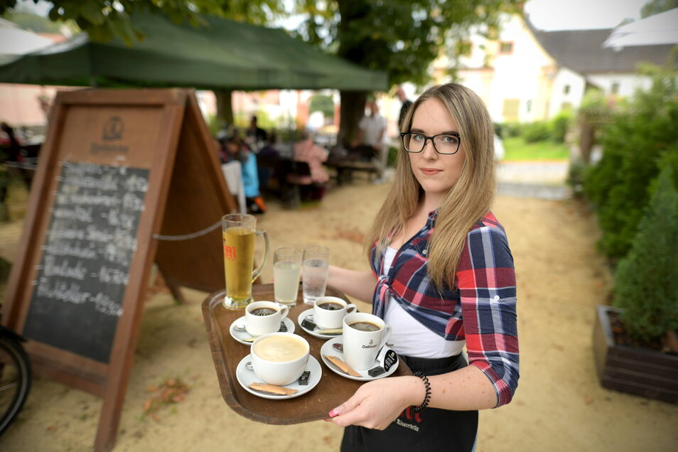 """Jasmin Klemm hat in der """"Klosterschenke"""" in Marienthal alle Hände voll zu tun und wünscht sich Kollegen."""