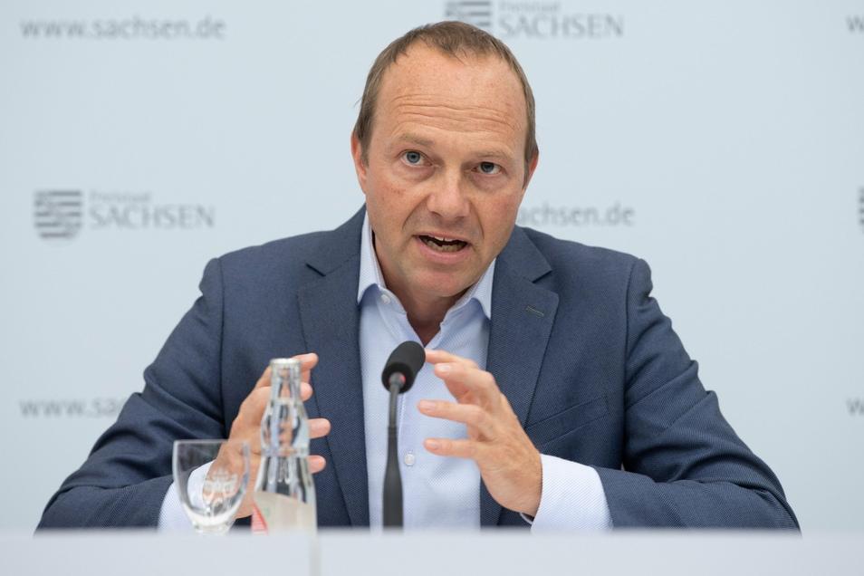 Sachsens Umweltminister Wolfram Günther (Grüne) will die Flächenversiegelung eindämmen.
