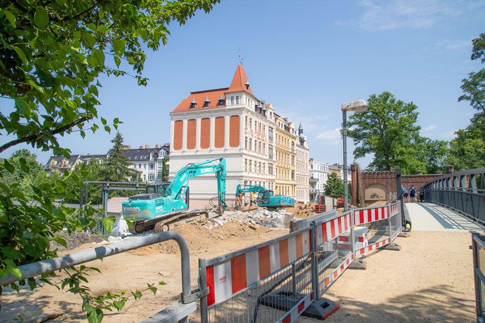 Die Brücke an der Blockhausstraße wird abgerissen, ein Bild von der Westseite.