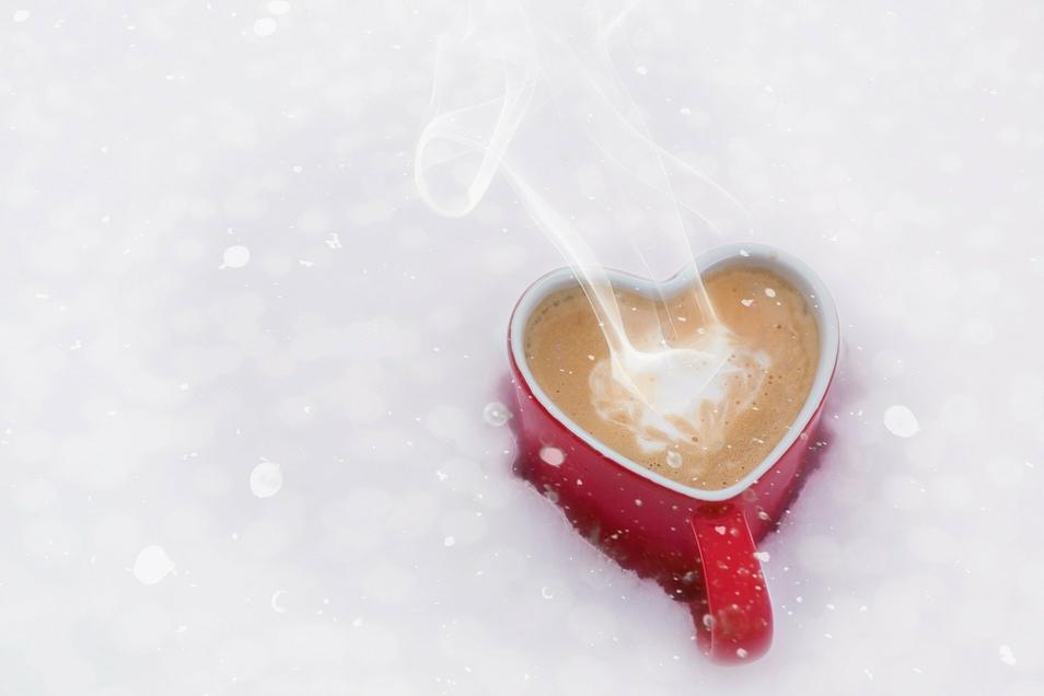 Oft sind es die kleinen Dinge, die den Alltag in einer Partnerschaft versüßen. Das kann schon ein selbst geschriebener Brief oder der morgendliche Kaffee ans Bett sein.