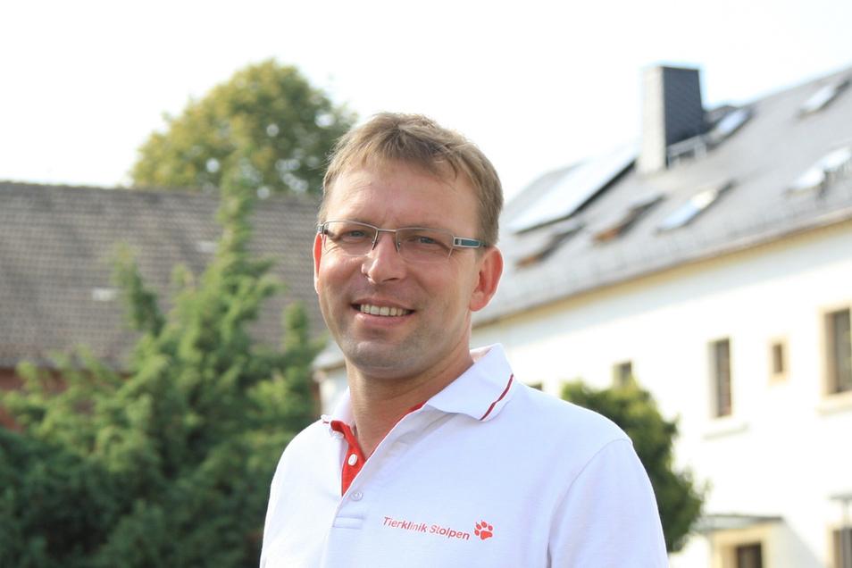 Frank Düring hat als Tierarzt nicht nur Kleintiere zu behandeln, sondern auch viele Fragen von deren Besitzern zu beantworten, gerade jetzt in der Reisezeit.