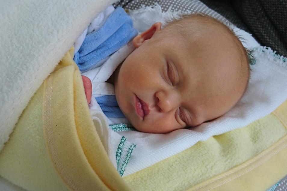 Erik Geboren am 13. März Geburtsort Bautzen Gewicht 3.170 Gramm Größe 49 Zentimeter Eltern Kerstin Dutzig und Mario Schattschneider Wohnort Bautzen