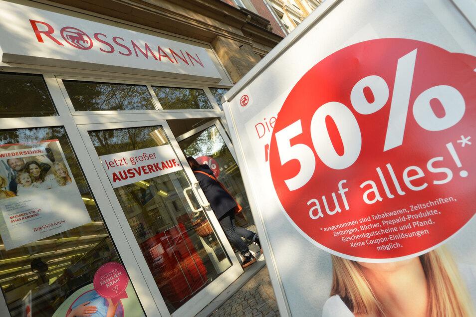 Letztes Jahr schloss die Drogeriekette Rossmann ihre Filiale in der Bahnhofstraße mit einem großen Räumungsverkauf. Seitdem stand das Geschäft leer.