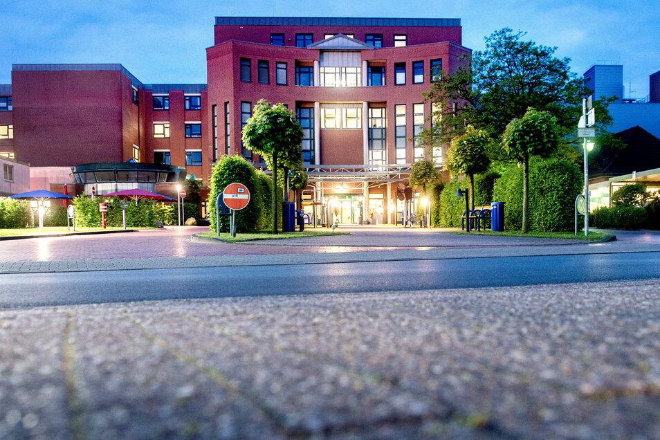 Blick auf das Klinikum Oldenburg, wo ein Frühchen an verunreinigter Milchnahrung gestorben ist.