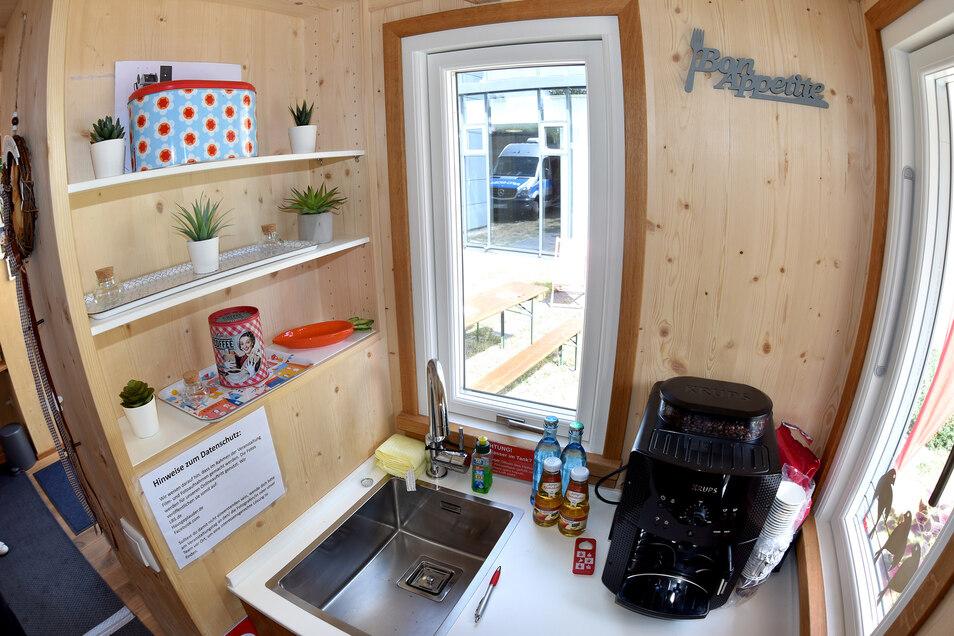 Die Küchenzeile im Minihaus.