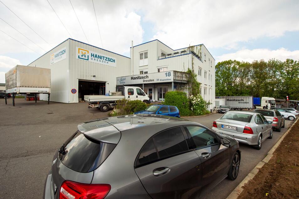Seit 1996 residiert die Spedition Hanitzsch in diesem Gebäude um Kesselsdorfer Gewerbegebiet Zschoner Ring. Am Gebäude sind auch die drei verschiedenen Logos zu sehen, die die Firma bisher nutzte.
