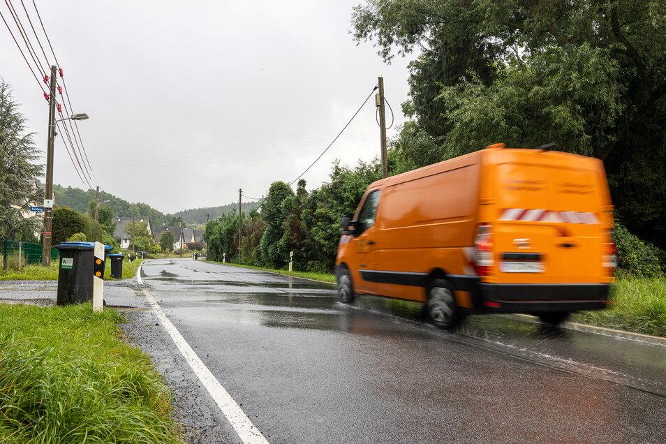 Ecke Alt-Neundorf/Forstweg in Pirna-Neundorf: Hier entsteht eine neue Buswendestelle, für Arbeiten in diesem Zusammenhang wird die Straße Alt-Neundorf gesperrt.