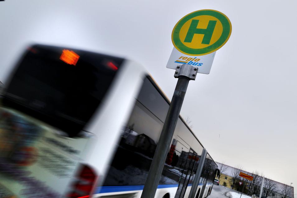Wegen Bauarbeiten können zwei Bushaltestellen in Crostau ab Montag nicht bedient werden. Doch es gibt Alternativen.