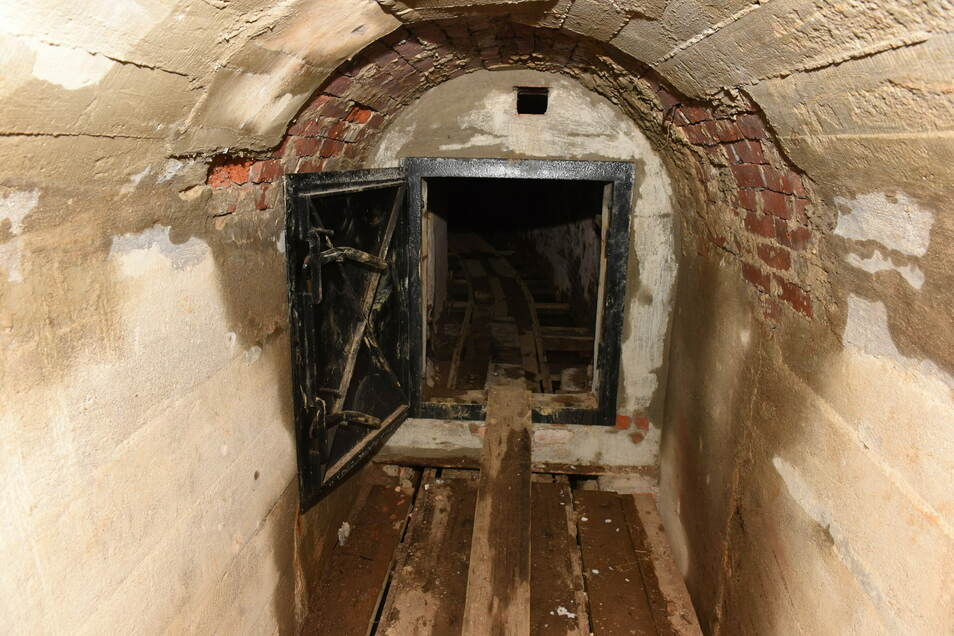 Ein Vorteil von Sadisdorf liegt darin, dass der Untergrund bereits durch Stollen und Schächte des alten Bergwerks erschlossen ist, die noch weitgehend intakt sind.