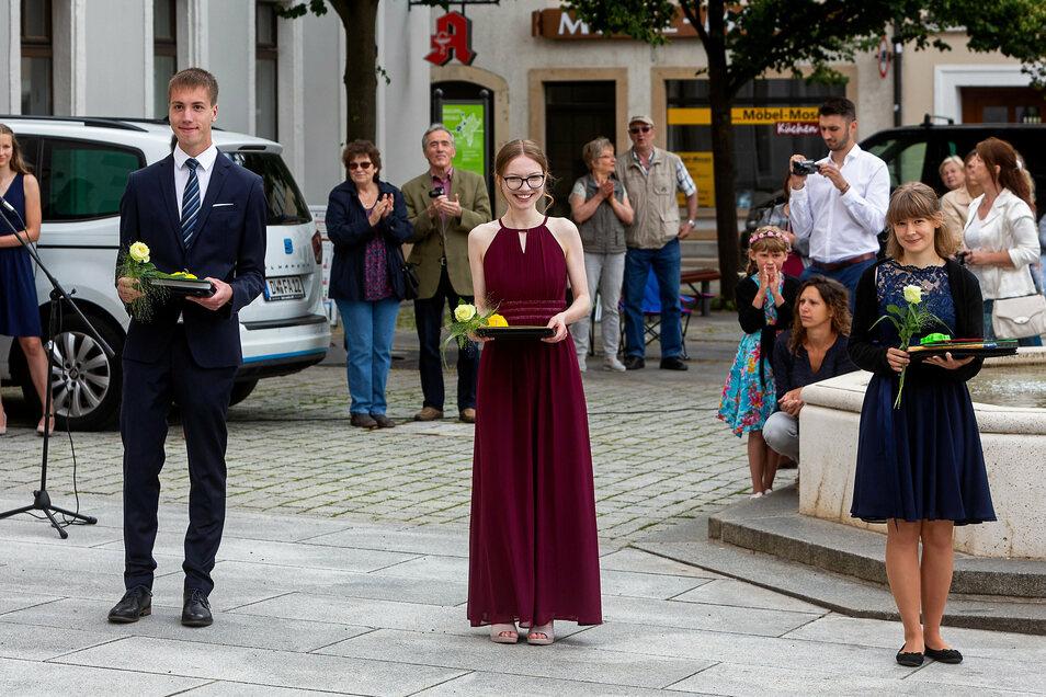 Per Natzschka, Samira Johanna Geiger und Saskia Drechsel beenden ihre Schulzeit am Gymnasium Dippoldiswalde mit der besten aller Durchschnittsnoten: 1,0