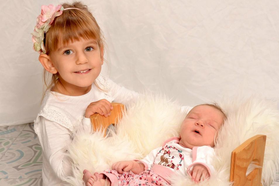 Nathalie mit Schwester Pauline, geboren am 21. September, Geburtsort: Dresden, Gewicht: 3.750 Gramm, Größe: 51 Zentimeter, Eltern: Kristin und Mario Rhaesa, Wohnort: Königsbrück