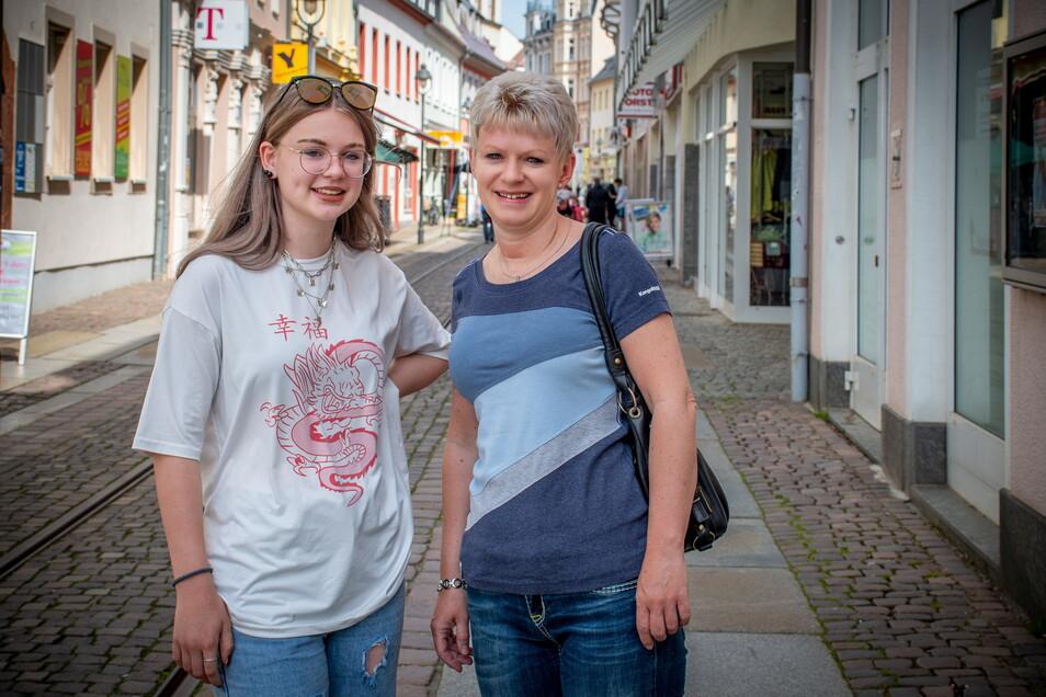 Denise Richter und Tochter Michelle freuen sich, ab Mittwoch wieder leichter einkaufen gehen zu können. Dann ist keine Terminvereinbarung in den Geschäften erforderlich. Jedoch müssen die Kunden nachweisen, dass sie negativ getestet, genesen oder geimpft