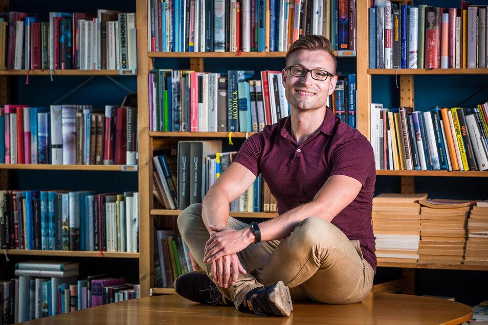 Die Liebe zu Büchern hat Willi Hetze erst spät entdeckt. Doch seine Eltern meldeten ihn in einer Schreibwerkstatt an.
