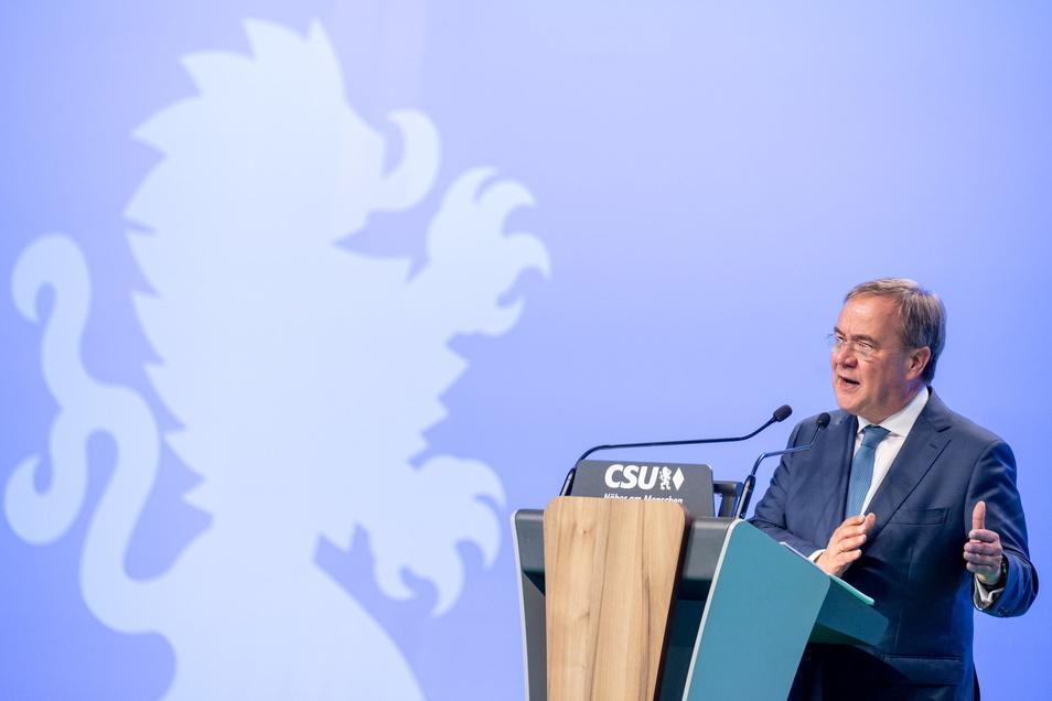 Armin Laschet spricht beim Parteitag der CSU.