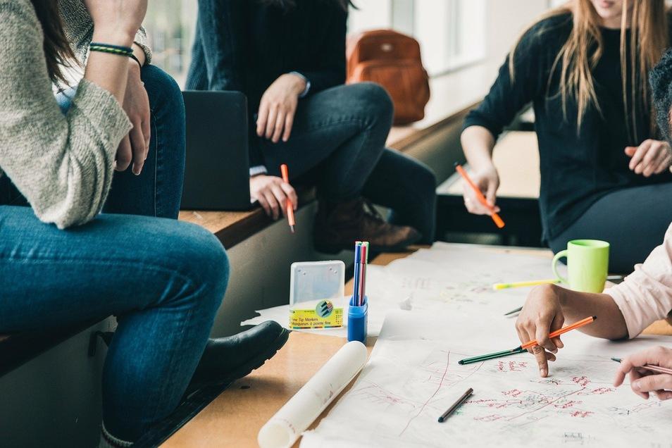 Teamarbeit spielt in sozialen Berufsfeldern eine besondere Rolle.
