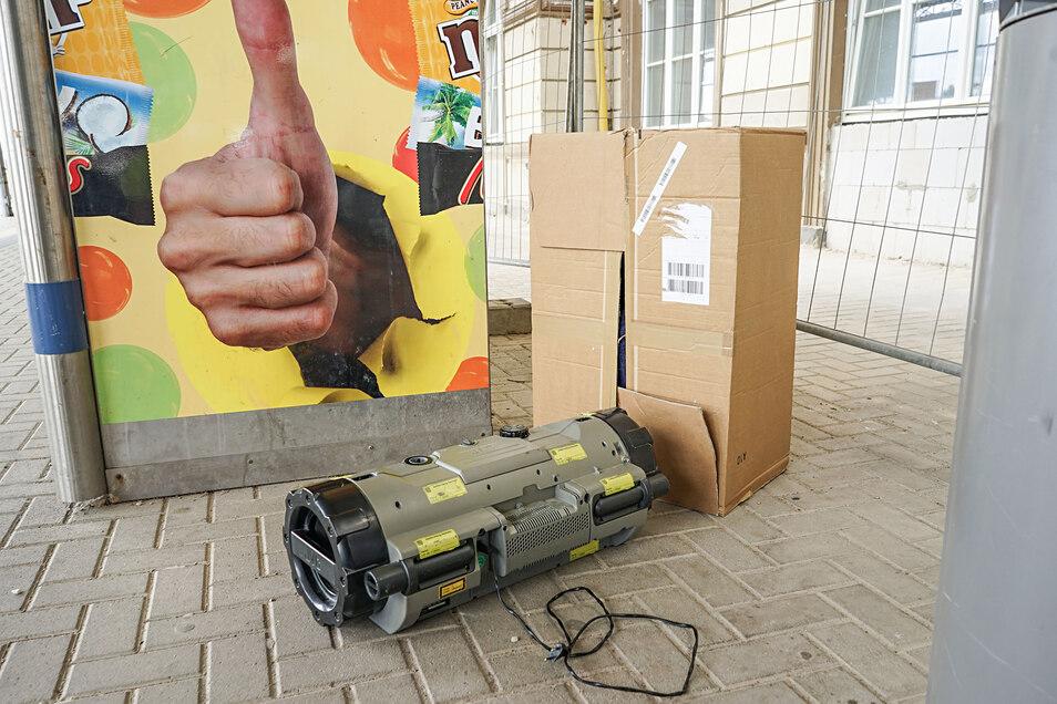 Ein verpackter Ghettoblaster rief am Dienstag am Bautzener Bahnhof Polizei und Bombenspezialisten auf den Plan.