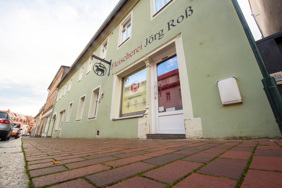 Die Fleischerei Roß auf der Dresdner Straße 2 in Wilsdruff verkaufte gut 20 Jahre sebstgemachte Wurst- und Fleischspezialitäten. Inhaber Jörg Roß hat sich aus familiären Gründen Ende 2020 aus dem Geschäft zurückgezogen.