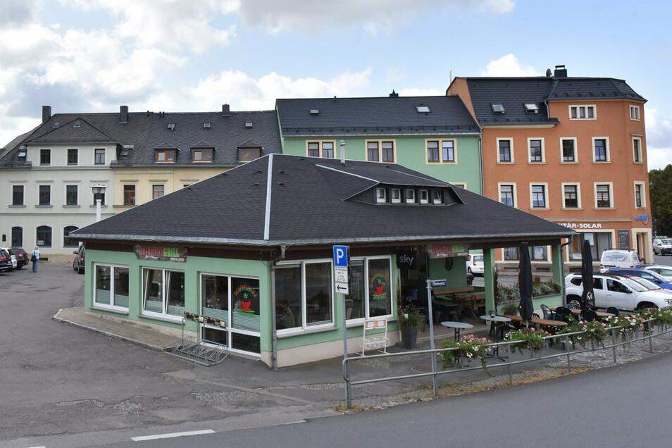 Stein des Anstoßes: Der Obertorgrill auf dem Obertorplatz Dippoldiswalde.
