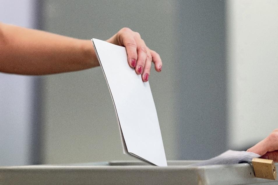 Diese Wahlurne – nicht in Radebeul – hat sogar ein Vorhängeschloss zur Sicherung des Deckels.
