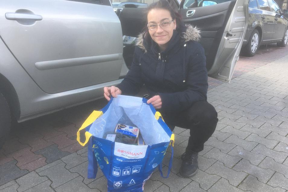 Svetlana Kleinert hat für ein älteres Ehepaar in Löbau-Ost den Einkauf erledigt.