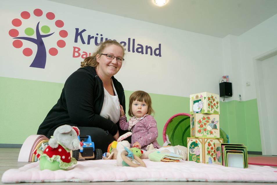 Bald wird die kleine Nora nicht mehr das einzige Kind im Kursraum des Krümellands in Bautzen sein. Ihre Mama Nadine Schulze, die das Familienzentrum leitet, bietet hier Kurse rund um Familie und Gesundheit an.