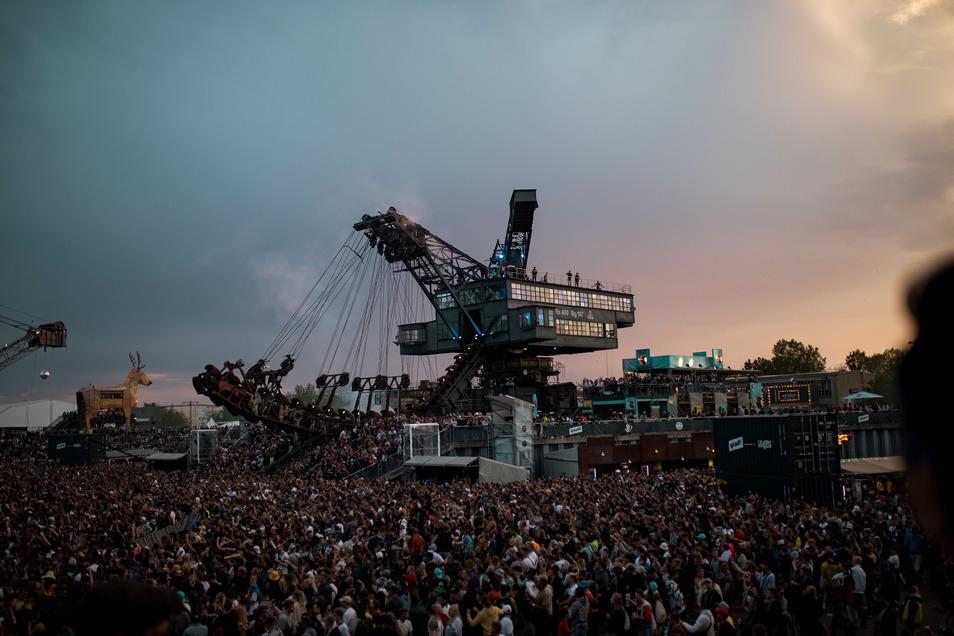 Dunkle Wolken über Ferropolis, dem Veranstaltungsort der Festivals Splash, Melt und Full Force.
