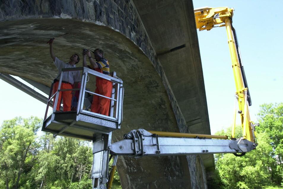 Hier untersuchten vor Jahren schon Fachleute die Brücke in Paulsdorf über den Lämmergrund an der Talsperre Malter. Die Ergebnisse waren ernüchternd.