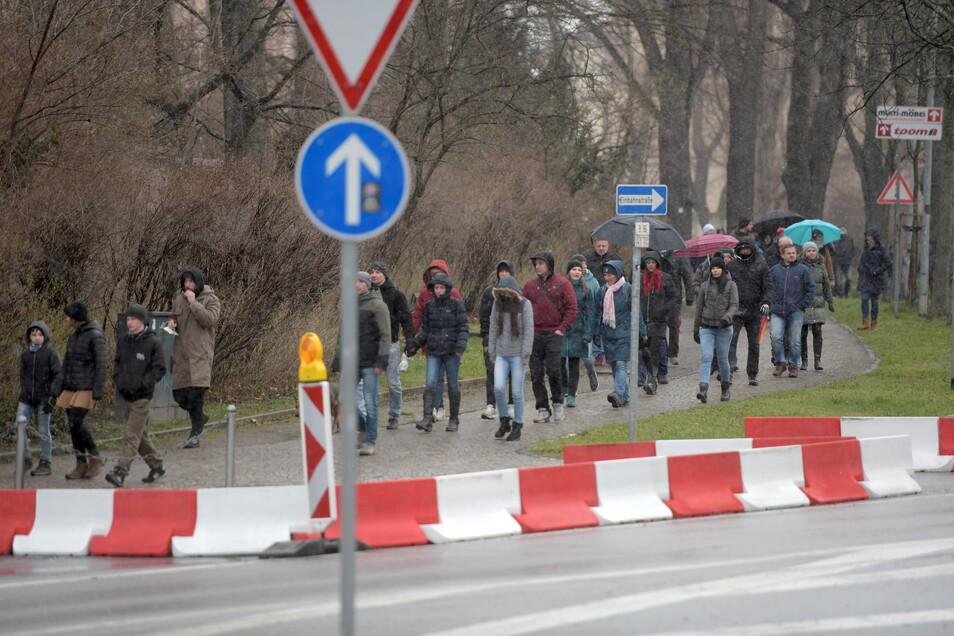 Etwa 500 Leute nahmen am Protest-Spaziergang um den Zittauer Stadtring teil.