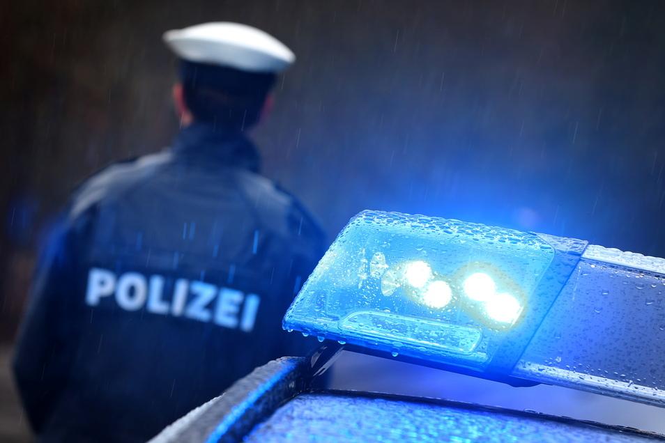 Polizeibeamte kontrollierten am Sonnabend eine Party in Ottendorf. Sie fertigten mehrere Anzeigen.