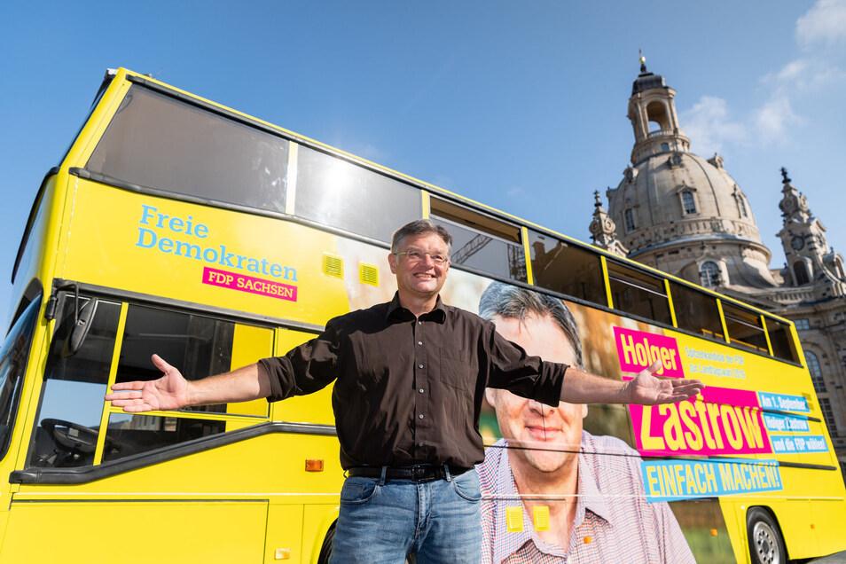Er gibt sich zwar hemdsärmlig, auf einen eigenen Bus kann er trotzdem nicht verzichten: FDP-Spitzenkandidat Holger Zastrow.