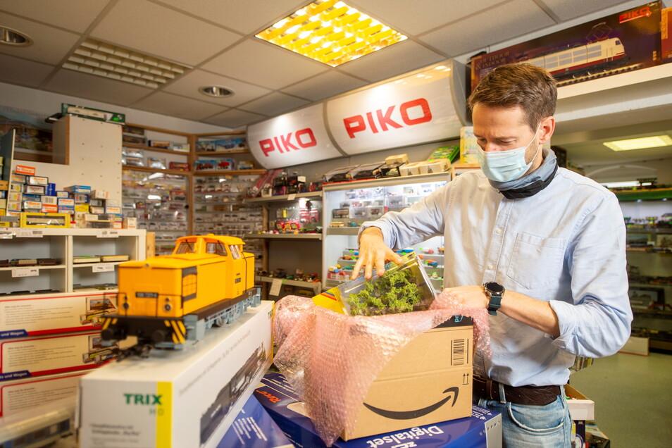 Ronny Sick in seinem Modellbahnladen in Pirna-Copitz: Das Hauptgeschäft im Lockdown lief bislang über den Online-Versand.