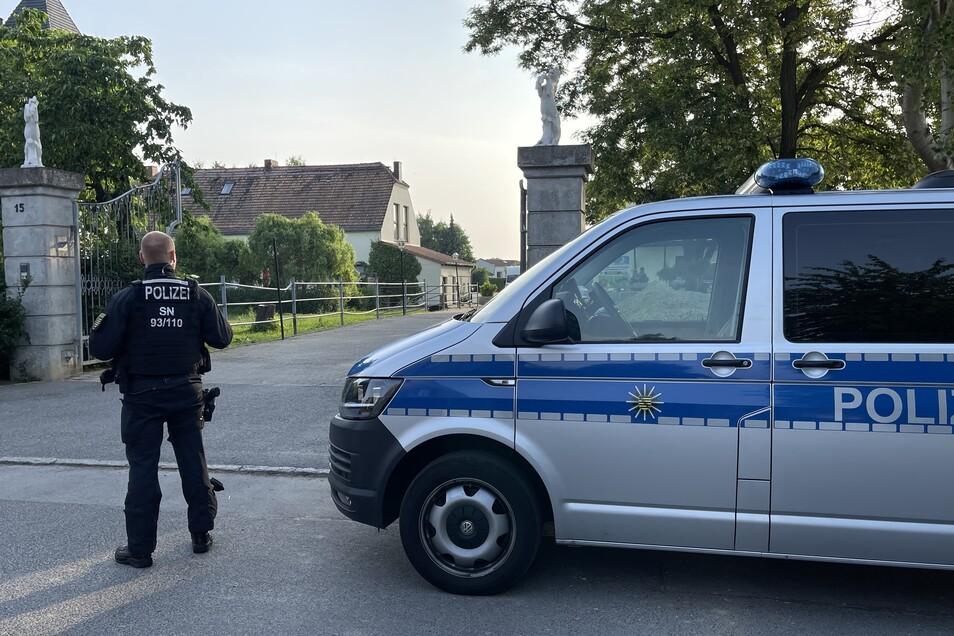 Seit dem frühen Morgen arbeitet die Polizei auf dem Rosenhof Görlitz.