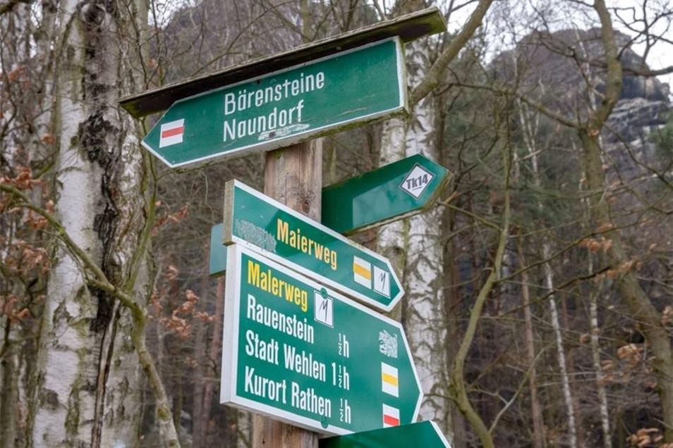 Wegweiser zum Rauenstein in der Sächsischen Schweiz.